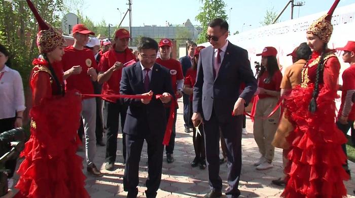 Коммунисты Казахстана начали предвыборную агитацию с обряда «Тұсау кесу»