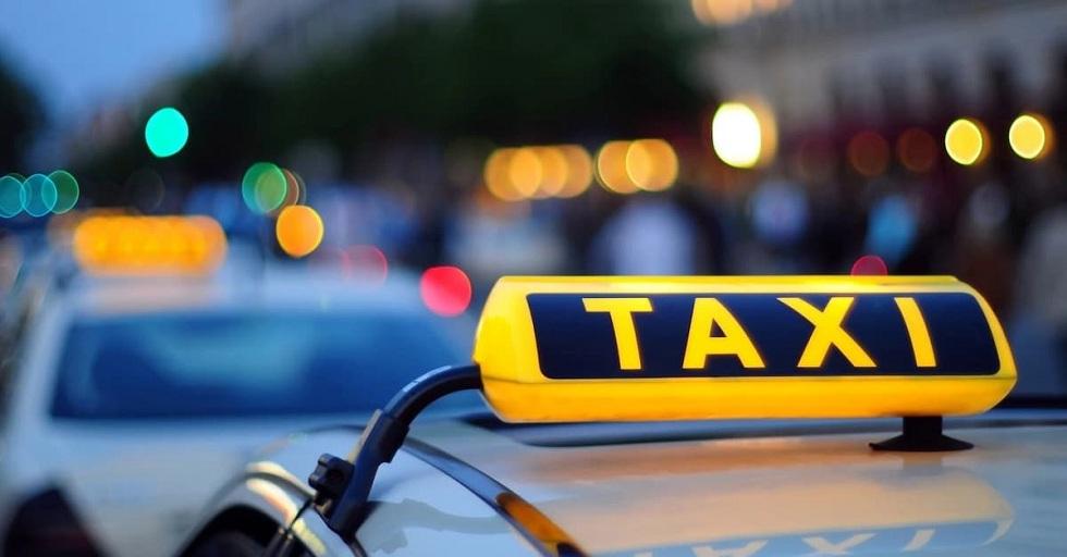 Таксист в ВКО отобрал у пассажирки мобильный телефон за отказ платить