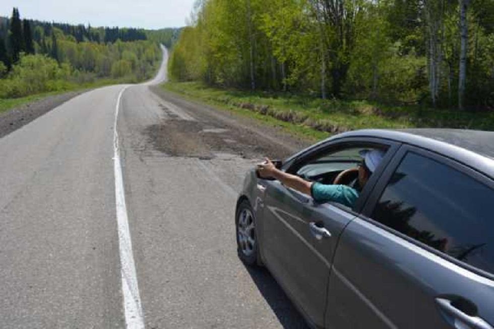 Нарушение ПДД или ремонт авто: водители Риддера недовольны разметкой на дороге