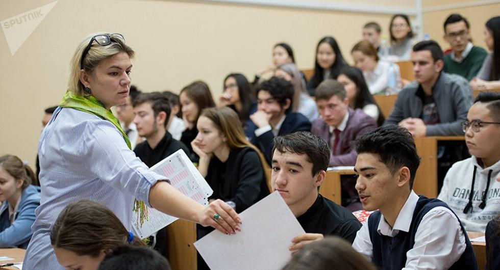 Количество желающих сдать ЕНТ выпускников стало меньше в Казахстане