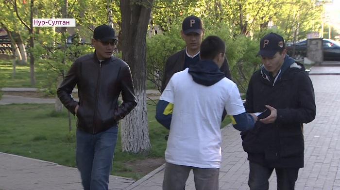 В Нур-Султане раздают листовки в поддержку кандидата Амиржана Косанова