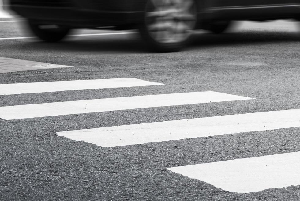 """Внедорожник сбил школьницу на """"зебре"""" в ВКО"""