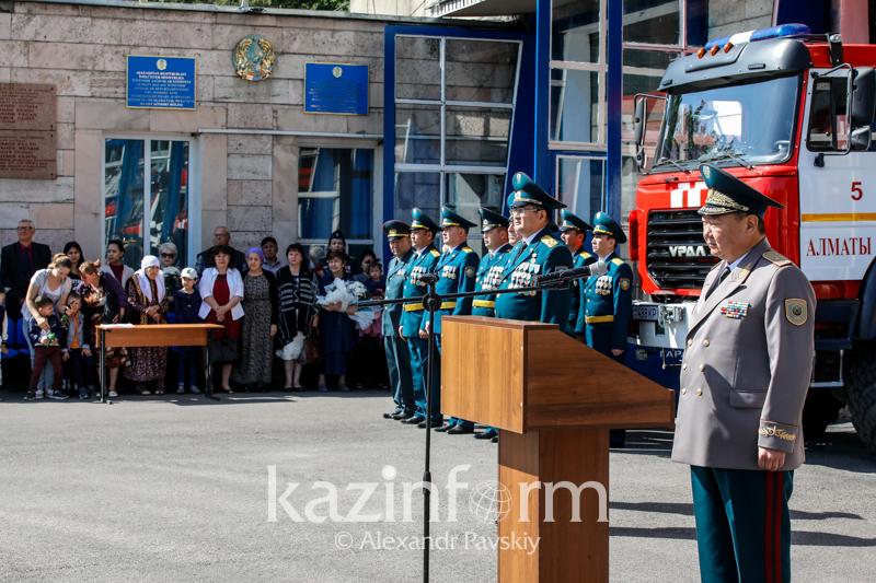 Героев и жертв сильнейшего пожара 30-летней давности вспоминали в Алматы