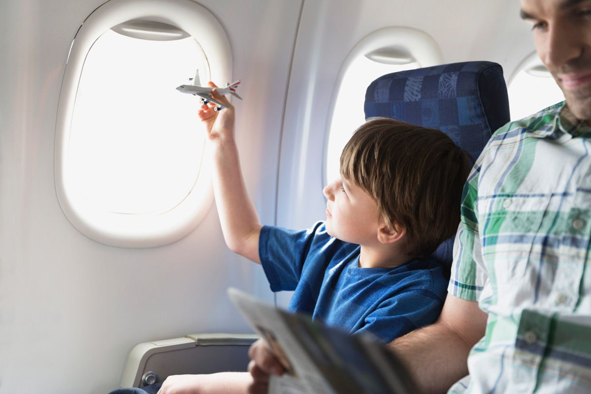 В Казахстане могут сделать полет для детей в самолете бесплатным