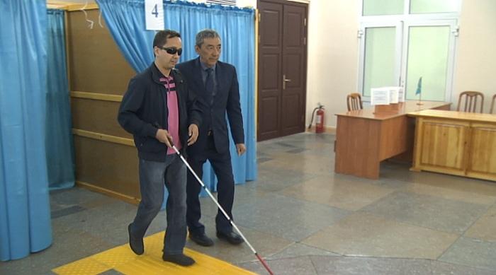 Доступность избирательных участков проверили общественники Алматы