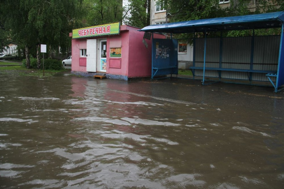 Сюрпризы погоды: из-за дождя затопило улицы Усть-Каменогорска