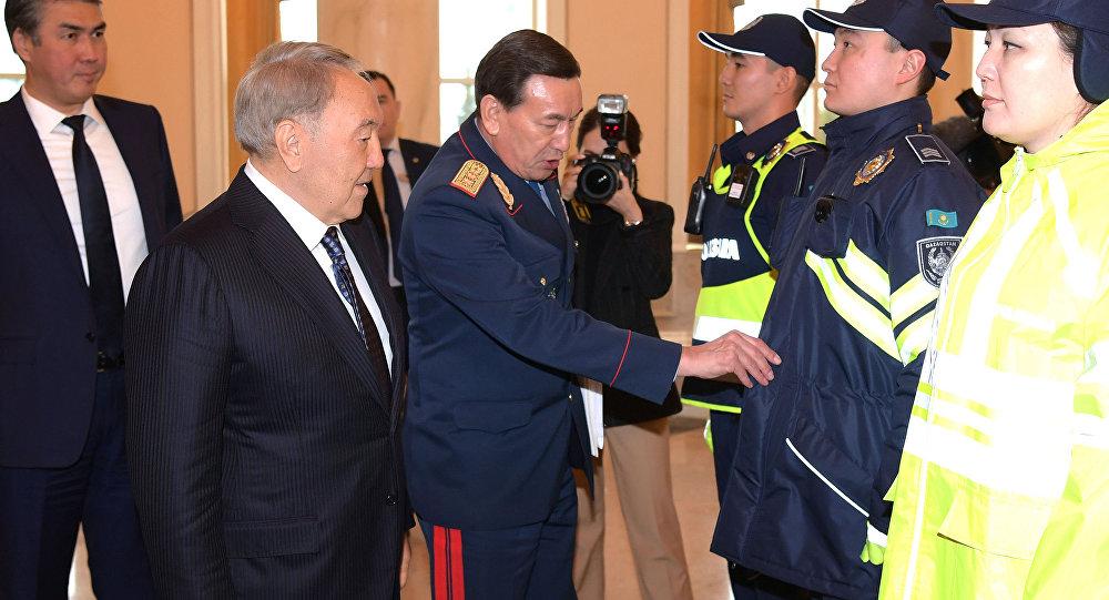 Форму полицейских Казахстана пока менять не будут
