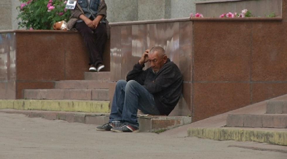 Полицейские и соцработники выявляют бездомных в Алматы