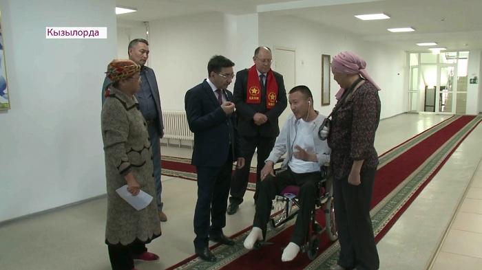 Жамбыл Ахметбеков встретился с кызылординцами в реабилитационном центре