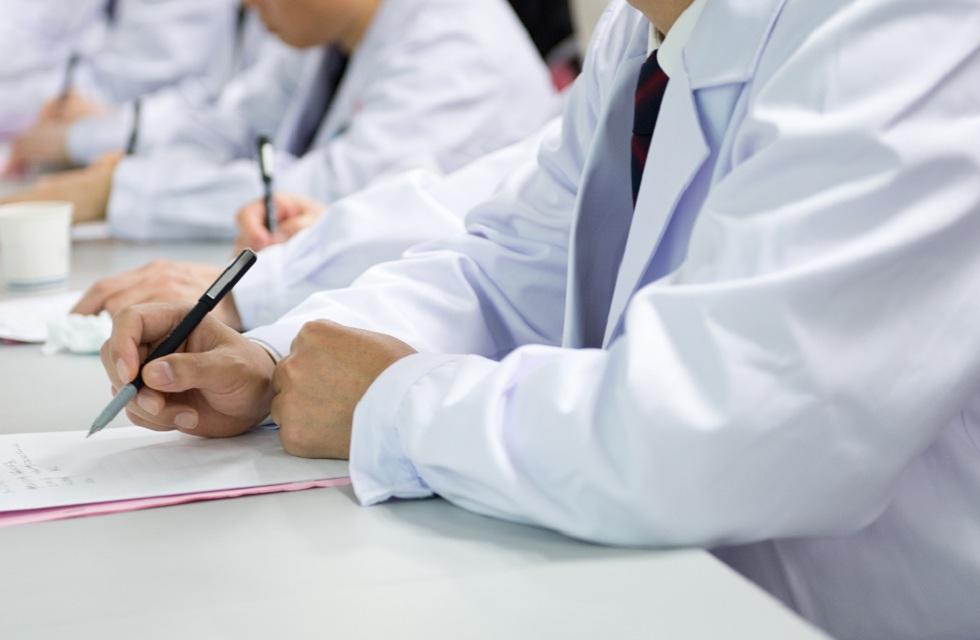 Более 100 медиков отстранили от работы в Туркестанской области и Шымкенте