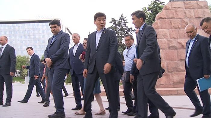 Бауыржан Байбек проверил ход реконструкции новых пешеходных зон Алматы