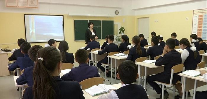 Зарплаты бюджетникам поднимают уже с 1 июня в Казахстане