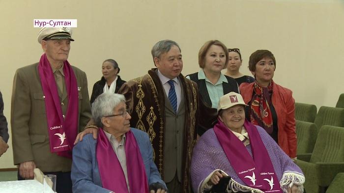 Столичный дом престарелых посетил кандидат Садыбек Тугель