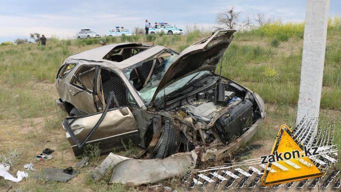 Погибла женщина: семья попала в жуткую аварию в Алматинской области
