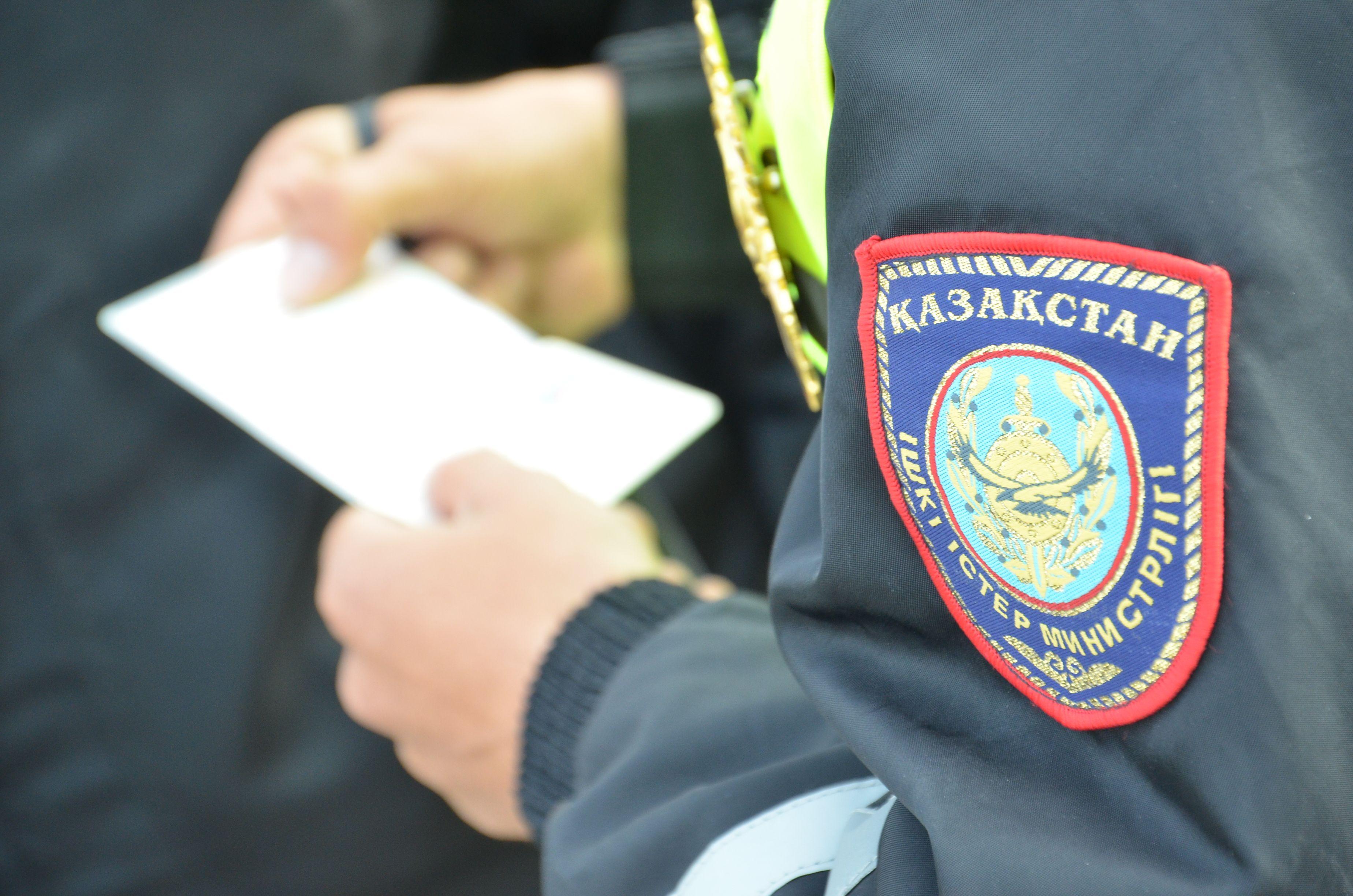 «Ішіңе кірген жынды шығарамын»: Емшіден таяқ жеген ақтөбелік полицияға шағымданды