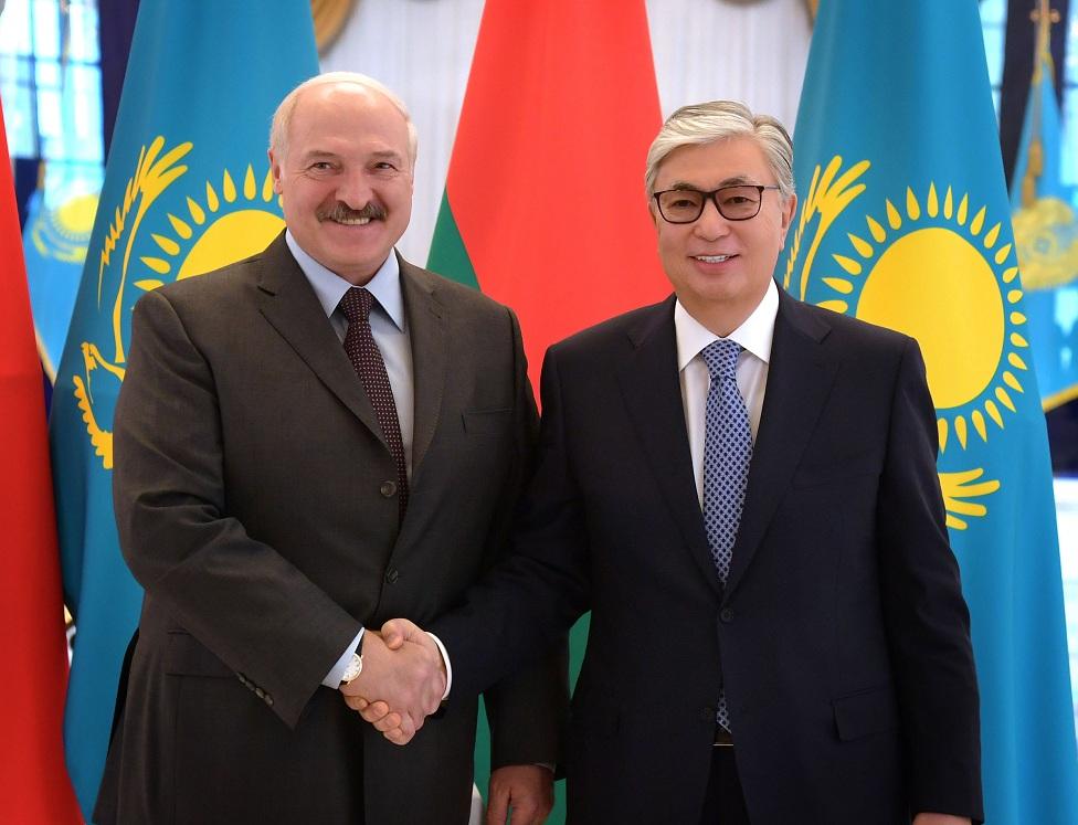 Касым-Жомарт Токаев провел рабочую встречу с Александром Лукашенко
