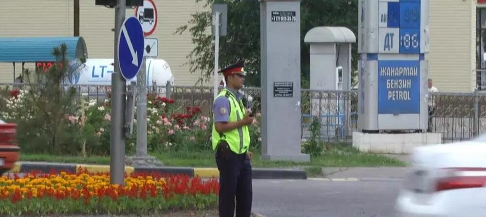Жители Шымкента удивлены большим количеством полицейских на улицах
