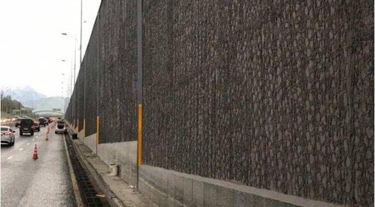 Здания алматинских школ облицуют гранитными плитами с развязок