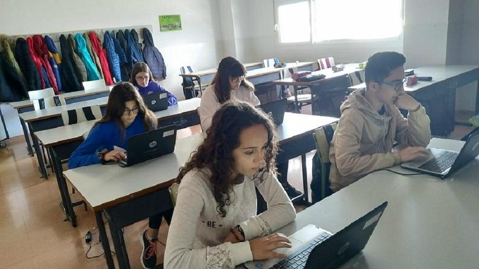 Ошибки знаменитостей в соцсетях исправляют испанские школьники