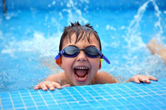 Бесплатное обучение плаванию для детей организовали в Алматы