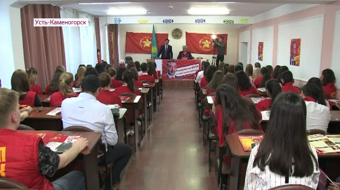 Со студентами колледжа Усть-Каменогорска встретился Жамбыл Ахметбеков