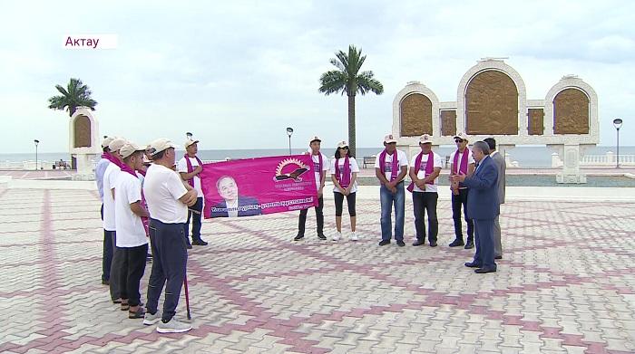 На набережной в Актау провёл встречу с избирателями Садыбек Тугел