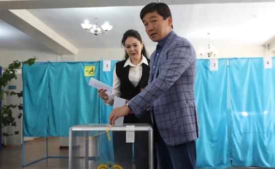Бауыржан Байбек проголосовал на выборах Президента РК