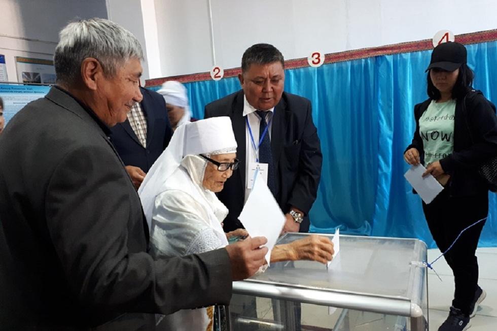 104-летняя жительница Актобе проголосовала на выборах Президента РК