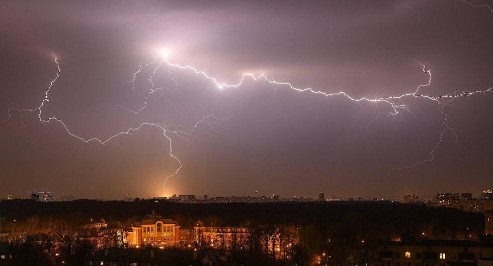 Гроза, усиление ветра и град: погода в Казахстане на 10 июня