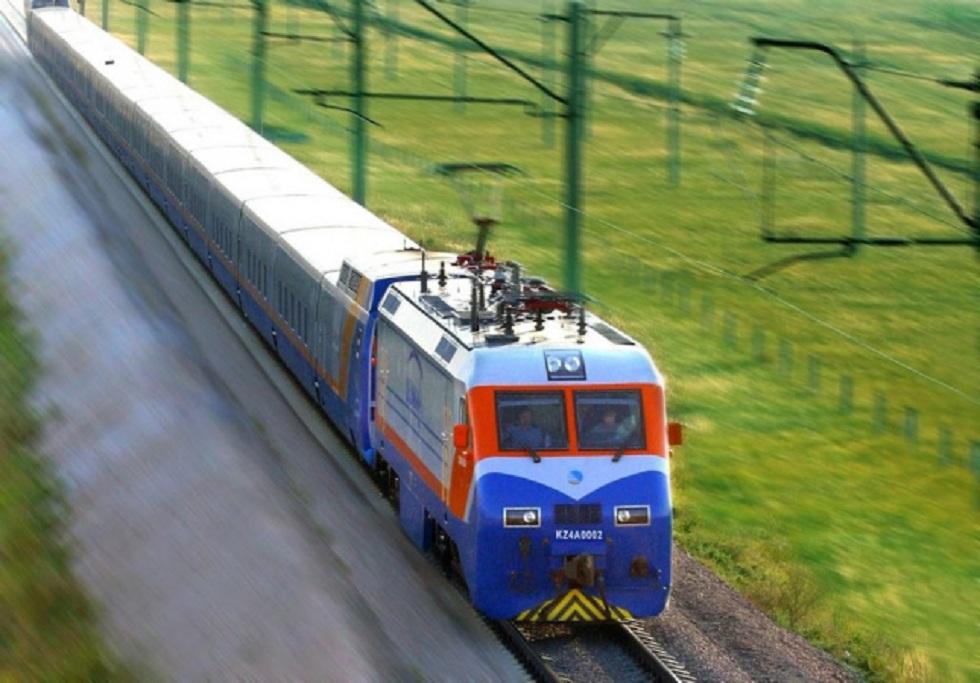 На лето в Казахстане запустят дополнительные поезда