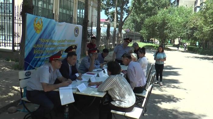Приемные во дворах Алматы организовали полицейские