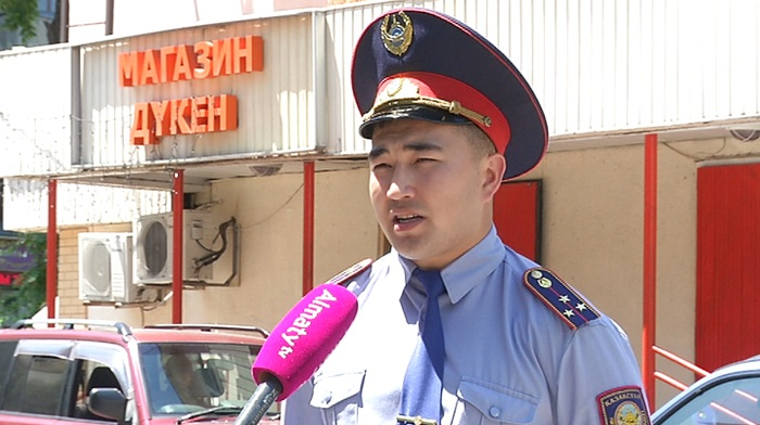 «Не считаю себя героем» - полицейский, обезвредивший грабителя с ножом в магазине Алматы