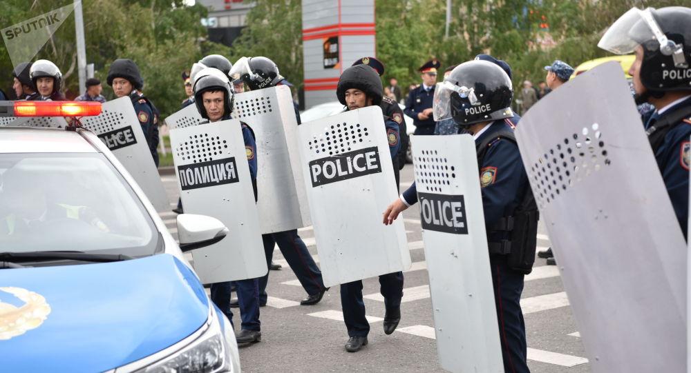 Во время несанкционированных митингов в стране более 300 полицейских получили различные травмы