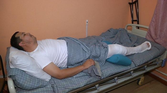 Сбитому во время митинга в Алматы полицейскому вручили благодарственное письмо от акима