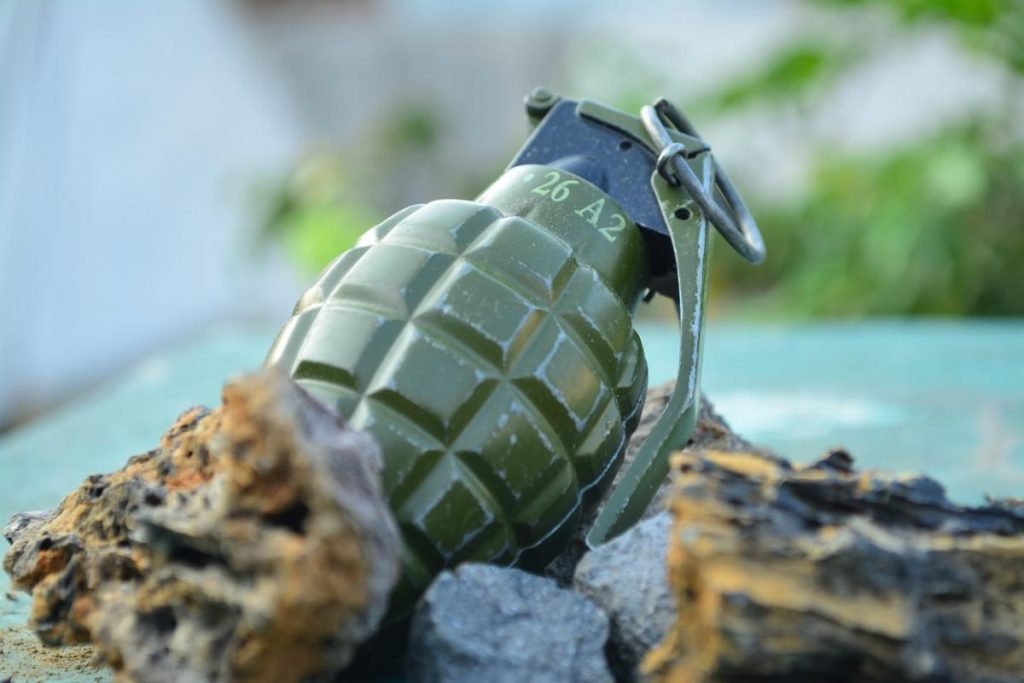 Полковник спас солдата от разрыва осколочной гранаты