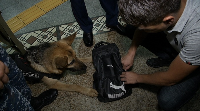 Пассажира с оружием задержали в метро Алматы