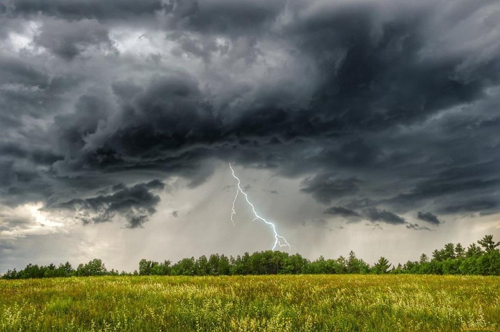 Дожди с грозами, град и сильный ветер: погода в Казахстане на 25 июня