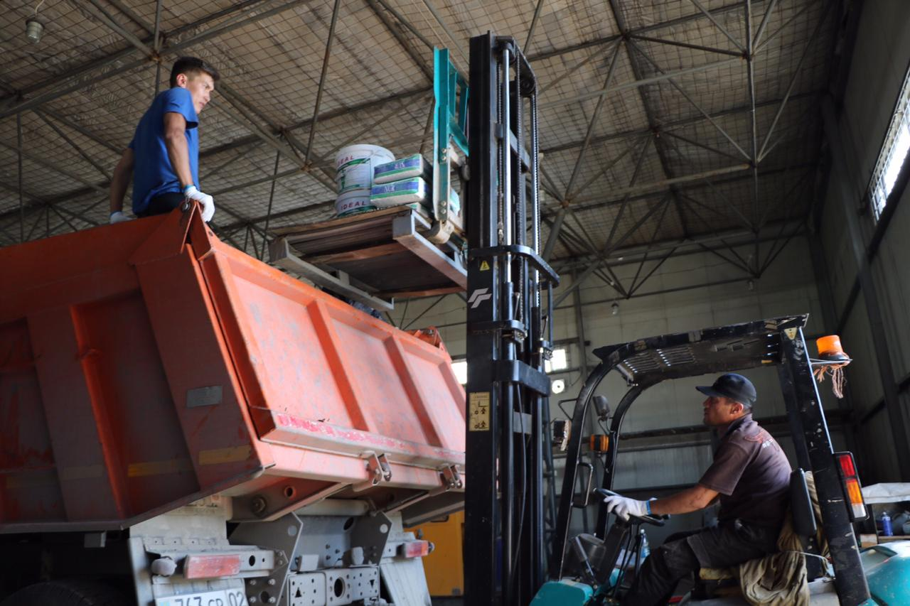 Первый большегруз со стройматериалами из Алматы приедет утром в Арысь