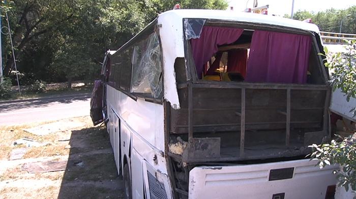 Превысил скорость: полиция Алматы озвучила возможную причину ДТП с междугородним автобусом