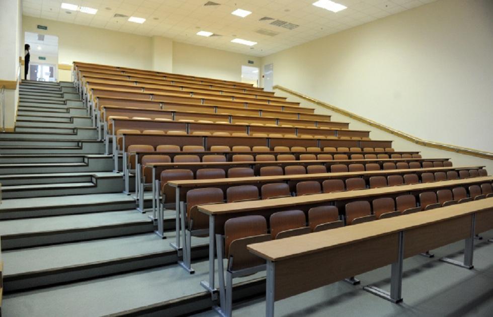 Чтобы не отрабатывать грант: сотни студентов в Казахстане отчисляются с последнего курса