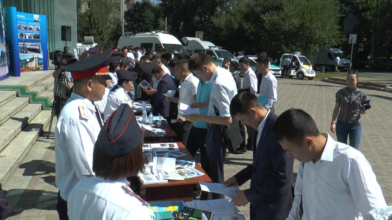 Свыше 300 человек посетили полицейскую ярмарку вакансий в Алматы