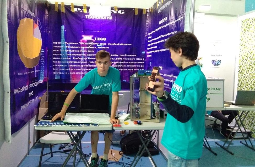 Алматинские школьники победили на соревнованиях по робототехнике в Павлодаре