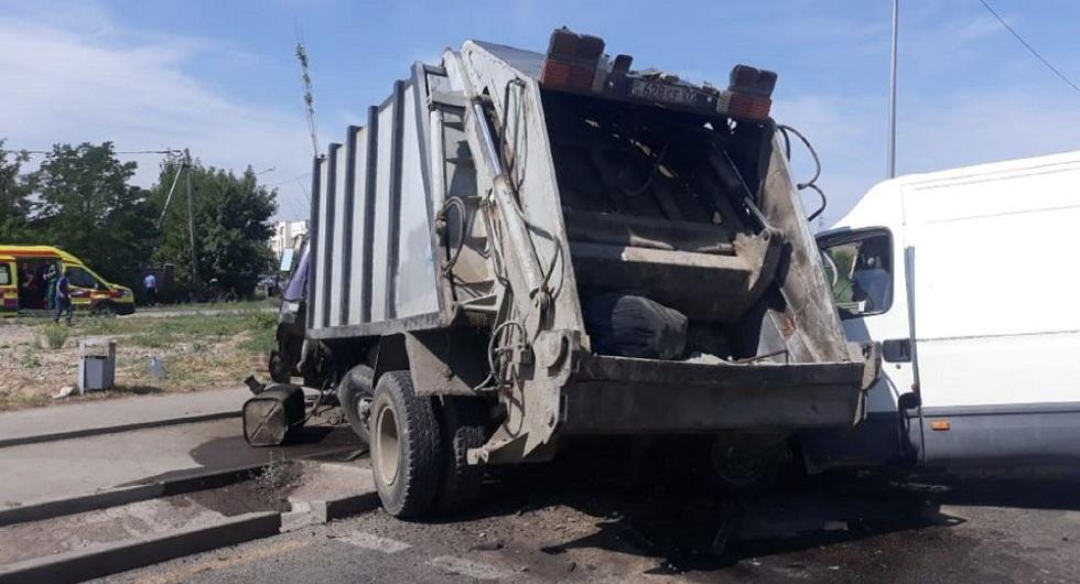 Смертельное ДТП с участием мусоровоза произошло в Алматы