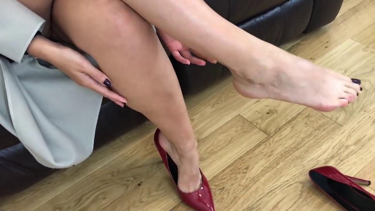 orgazm-tselovat-devushkam-nogi-video-vk-foto