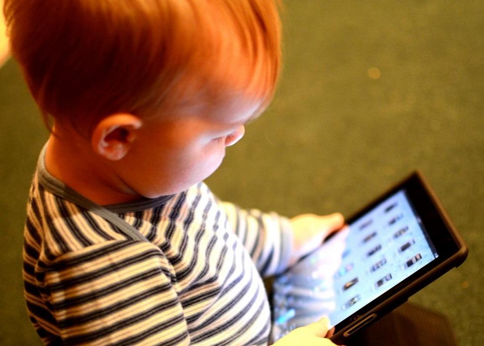 Минздрав РК предупредил об опасности смартфонов для детей