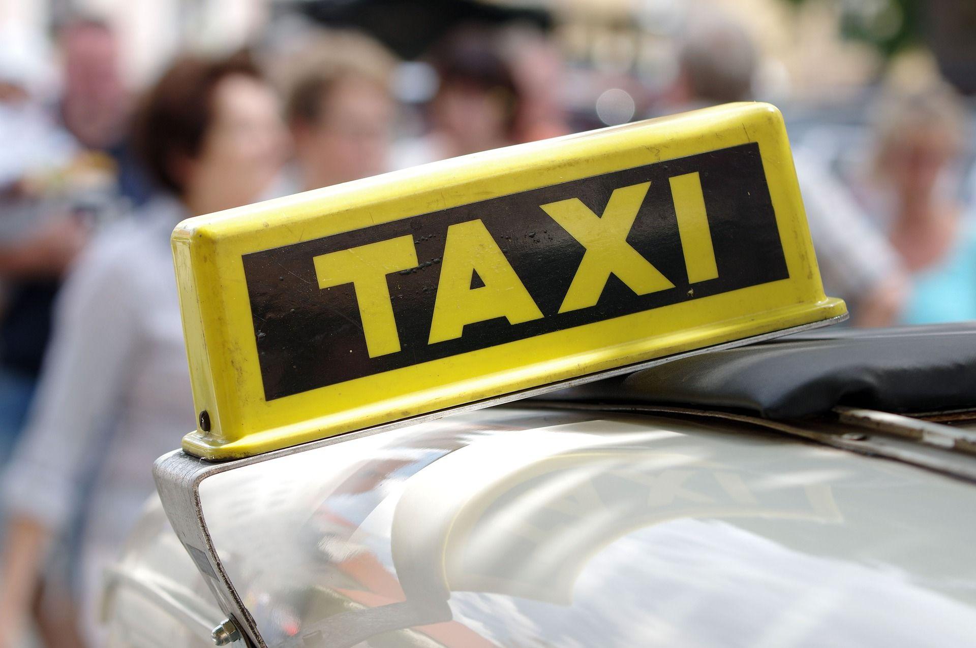 Из аэропорта Алматы за 33 тысячи тенге: таксист вернул деньги иностранцу