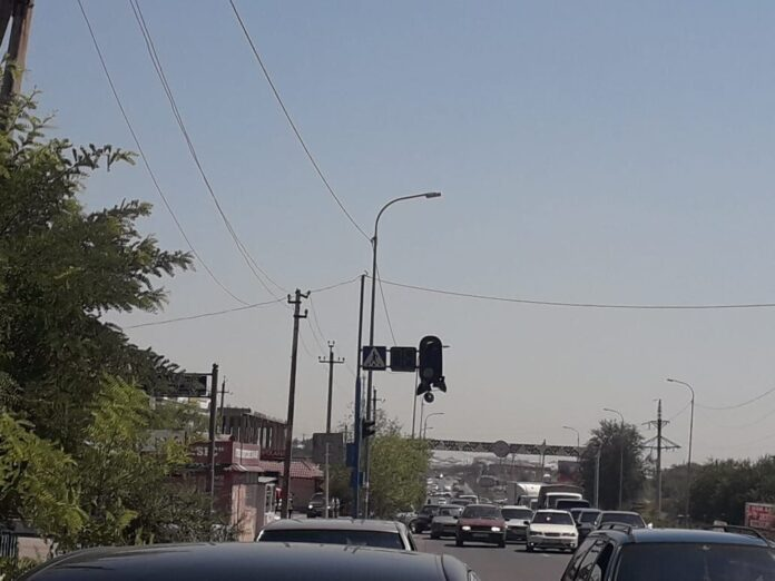 В поломке светофора в Сарыагаше виновата не жара, а грузовик