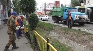 Город без барьеров: в Уральске сносят металлические ограждения (видео)