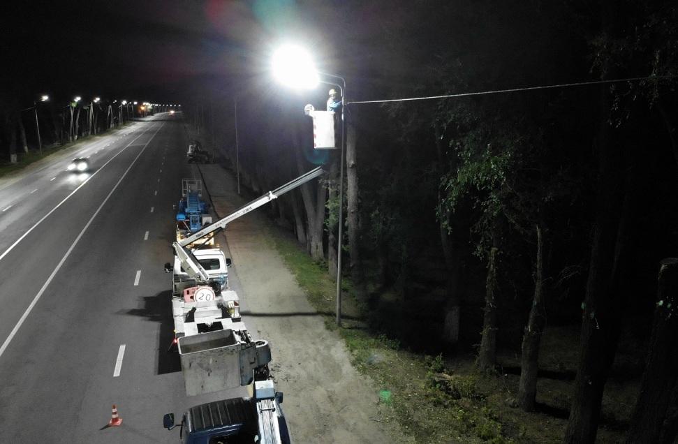 На 300 улицах Алматы появится освещение до конца года