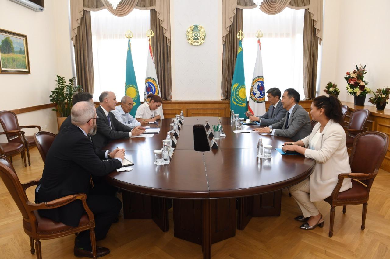 Бакытжан Сагинтаев провел встречу с заместителем посла США в РК Теодором Лингом